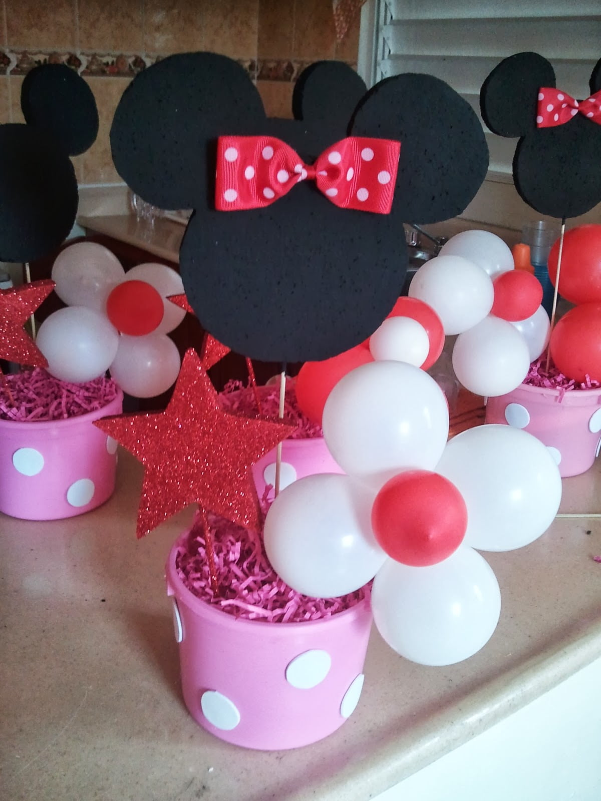 Free printable minnie mouse baby shower invitation idea for Baby minnie mouse decoration ideas